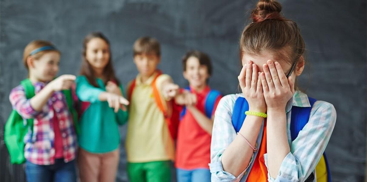 Булінг у школі: В Україні запрацювала гаряча лінія з питань протидії булінгу