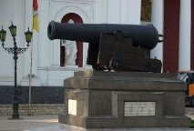 http://ua.igotoworld.com/frontend/webcontent/websites/50/images/gallery/34160_370x246_800px-Odessa_cannon.jpg