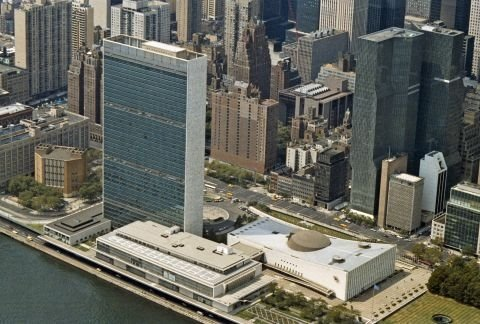http://www.un.org/sites/www.un.org/files/styles/large/public/2014/11/11/aerial-view-un-headquarters-new-york-city.jpg